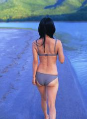 倉科カナのプリケツに薄水着が貼り付いてお尻のワレメがくっきり浮きだした画像
