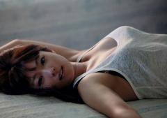 深田恭子の巨乳が尖っている谷間画像