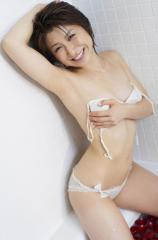 おかもとまりが透けパン1枚で入浴エロ画像