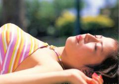 長澤まさみの寝そべってもそそり立つ横乳画像