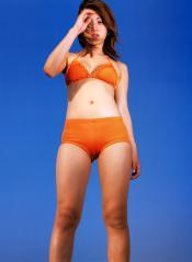 岩佐真悠子の水着画像