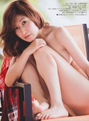 小野真弓がノーブラで上半身裸のエロ画像