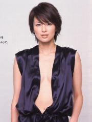 吉瀬美智子のノーブラ谷間エロ画像