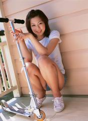 安田美沙子のホットパンツにマン筋がくっきり浮き出している画像