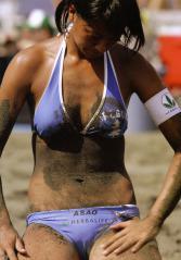 浅尾美和の砂まみれの土手の膨らみエロ画像