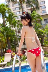 嗣永桃子のプールサイドでビキニのプリケツ画像