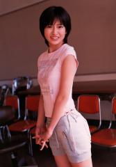 南沢奈央のホットパンツとTシャツおっぱい画像