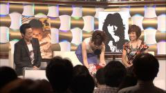 橋本奈穂子アナが前かがみでブラチラ&胸チラ画像