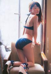 岡本玲のプリケツビキニ画像
