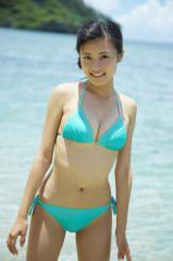 小島瑠璃子の青いモリマンビキニ画像