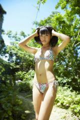 小島瑠璃子のハイレグ紐ビキニ画像