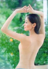 黒谷友香の全裸トップレス画像