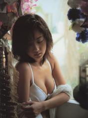 優香がブラジャーの隙間から乳首ポロリ寸前画像