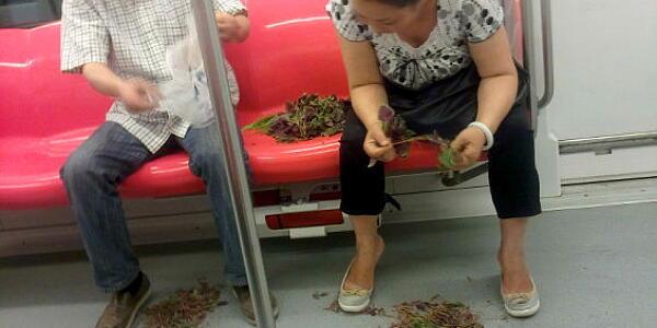 【中国】 70代と20代の男性が地下鉄の座席をめぐって血まみれで喧嘩