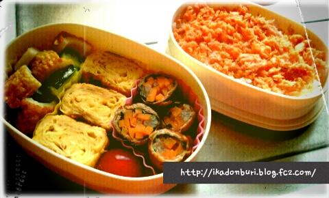 久しぶりにどんきちに弁当さくせい。鮭弁当。玉子焼き、肉巻き、焼きちくわと胡瓜のサラダ、トメイト。