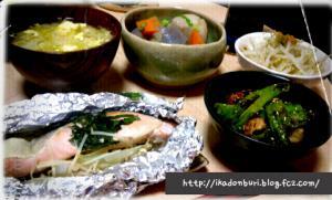キャベツの卵とじ味噌汁、鮭のホイル焼き、里芋炊いたん、もやしの柚子胡椒和え、ししとう甘辛炒め。
