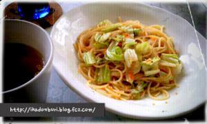 オニオンスープ、キャベツととびっこの和風ペペロンチーノ