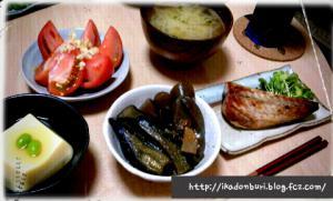 もやしの味噌汁、塩鯖、茄子と蒟蒻の煮浸し、玉子豆腐、生姜塩麹トマト