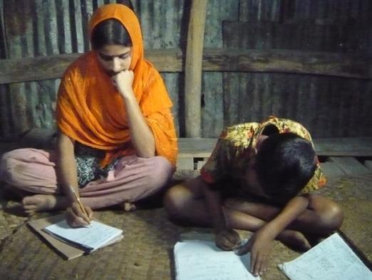 夜勉強をするベガムさんの子供たち