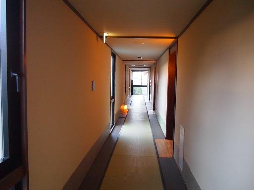 20140119ホテル海船畳廊下