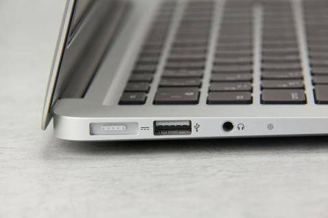 MacBook Air 2012 13インチ 左