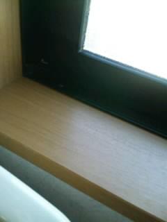 トイレ窓枠○