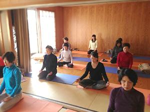 京都ヨガの銀閣寺クラス風景