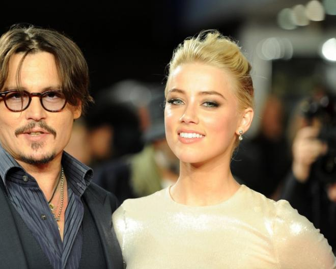 184972-johnny-depp-and-amber-heard-pose-for-photographers-as-they-arrive-for-.jpg