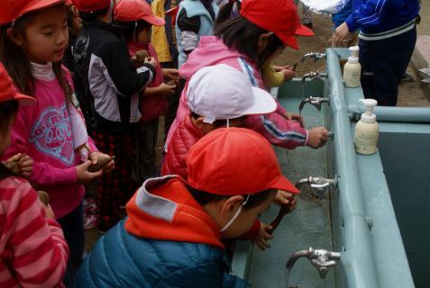2006-06-30 24年度11月中学生職場体験学習、たき火、焼き芋 025 (800x536)