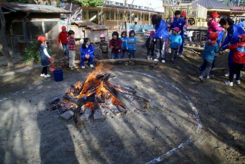 2006-06-30 24年度11月中学生職場体験学習、たき火、焼き芋 006 (800x536)