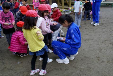 2006-06-30 24年度11月中学生職場体験学習、たき火、焼き芋 048 (800x536)