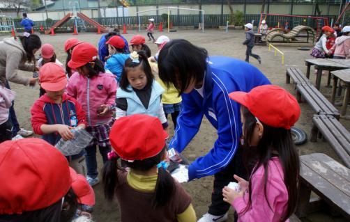 2006-06-30 24年度11月中学生職場体験学習、たき火、焼き芋 044 (800x509)