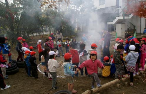2006-06-30 24年度11月中学生職場体験学習、たき火、焼き芋 066 (800x516)