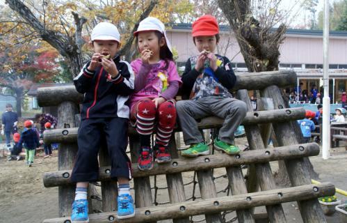 2006-06-30 24年度11月中学生職場体験学習、たき火、焼き芋 077 (800x513)
