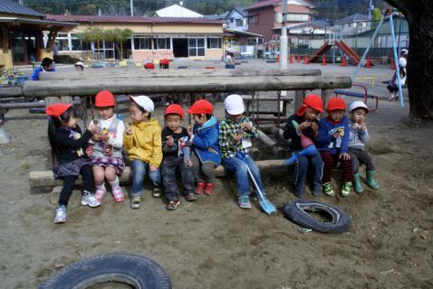 2006-06-30 24年度11月中学生職場体験学習、たき火、焼き芋 076 (800x535)