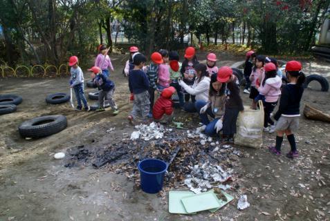 2006-06-30 24年度11月中学生職場体験学習、たき火、焼き芋 084 (800x536)