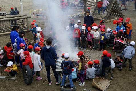 2006-06-30 24年度11月中学生職場体験学習、たき火、焼き芋 061 (800x536)