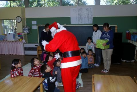 2006-07-14 24年12月12月誕生会、サンタ、手をつなごう 039 (800x535)
