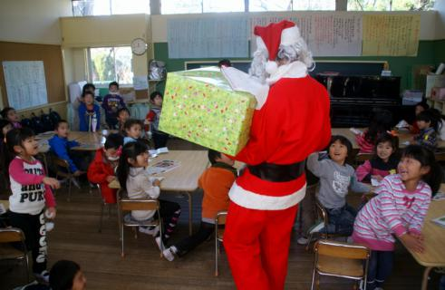 2006-07-14 24年12月12月誕生会、サンタ、手をつなごう 040 (800x521)