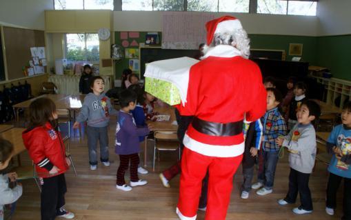 2006-07-14 24年12月12月誕生会、サンタ、手をつなごう 052 (800x502)