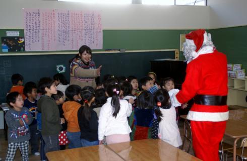 2006-07-14 24年12月12月誕生会、サンタ、手をつなごう 064 (800x522)