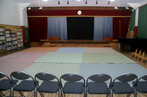 2006-10-01 24年度音楽劇舞台、卒園生 018 (800x532)