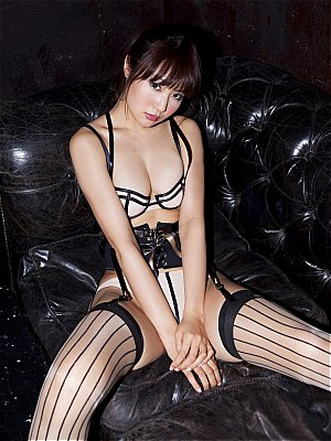Sabra-net-20120426-CoverGirl-Misaki-Nito-The-Kiss-Of-Love.jpg