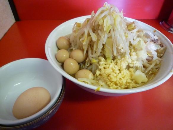 12年4月29日 茨城守谷 小ラーメン うずらの卵 生卵 ヤサイニンニク