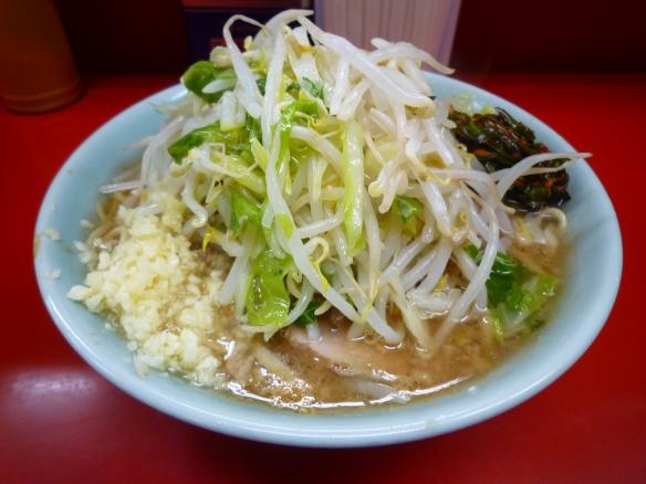 12年5月12日 中山 小ラーメン麺少な目 ニンニク ニラダレ