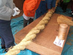 20121216重箱石しめ縄作り23