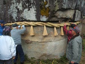 20121216重箱石しめ縄作り34