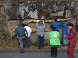 20121216重箱石しめ縄作り30