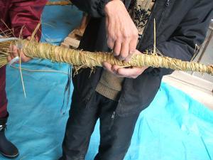 20121216重箱石しめ縄作り13