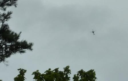 貝ヶ森住宅地上空のヘリコプターa